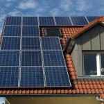 Kleines Dach mit Photovoltaik